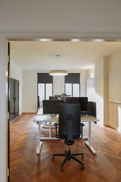 The Art of Living, Exclusief wonen, Werkkamer, kantoorruimte, kantoor inspiratie, lichtinval, designverlichting, vloerinspiratie, bureau, bureaustoel