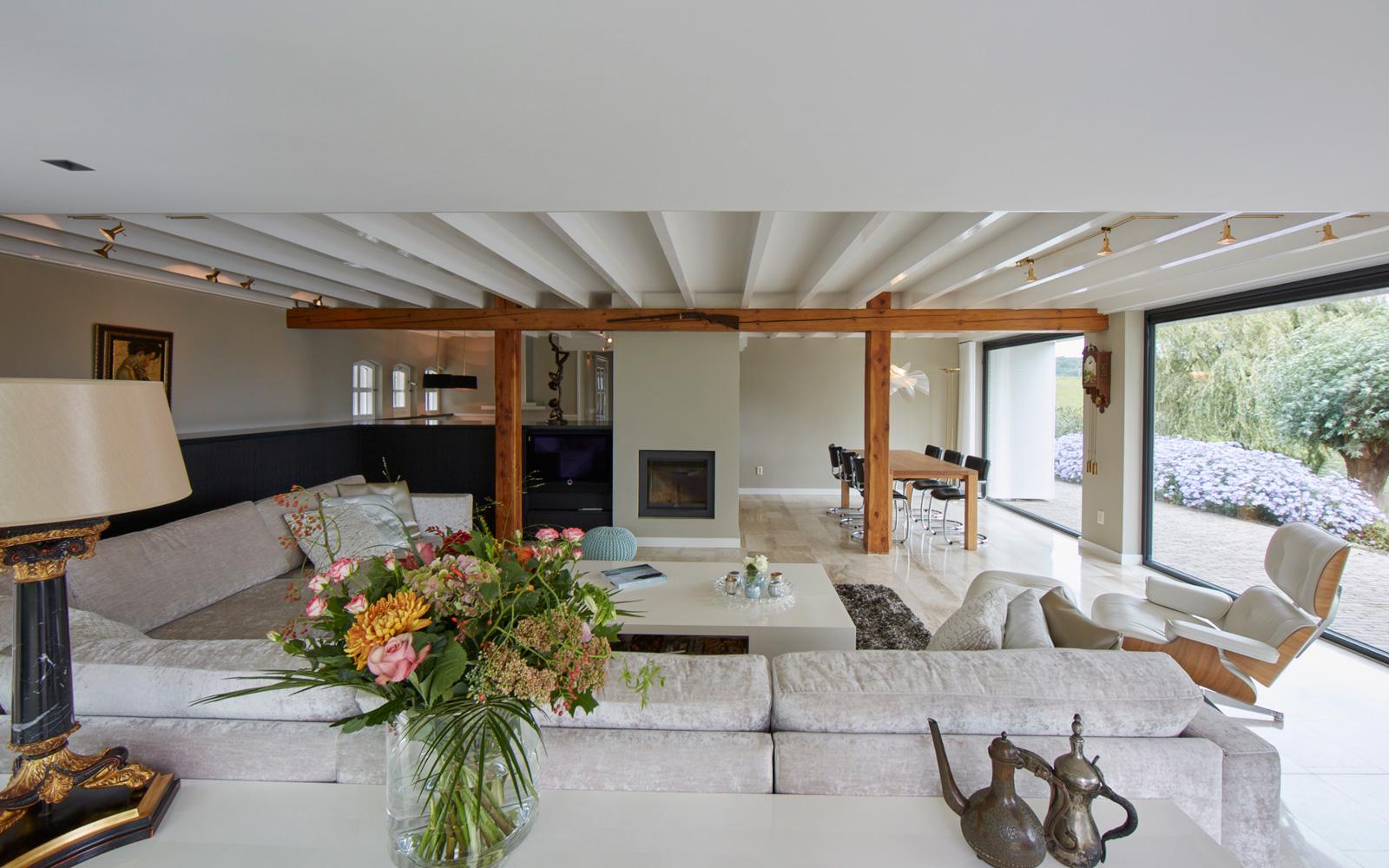 Exclusief wonen, The art of living, Henk Langen | Beeld & Geluid, Villa, Exclusieve stoel, Grote ramen, Televisie
