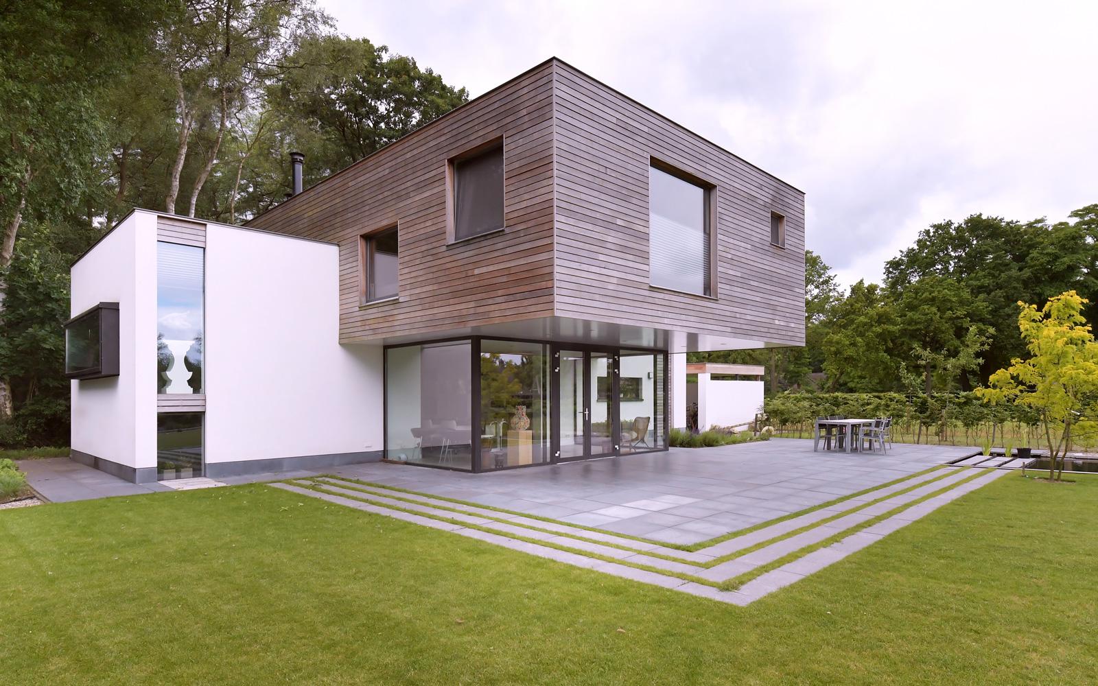 Spanjers Architect heeft ervoor gezorgd dat het lijkt alsof het houten gedeelte zweeft.