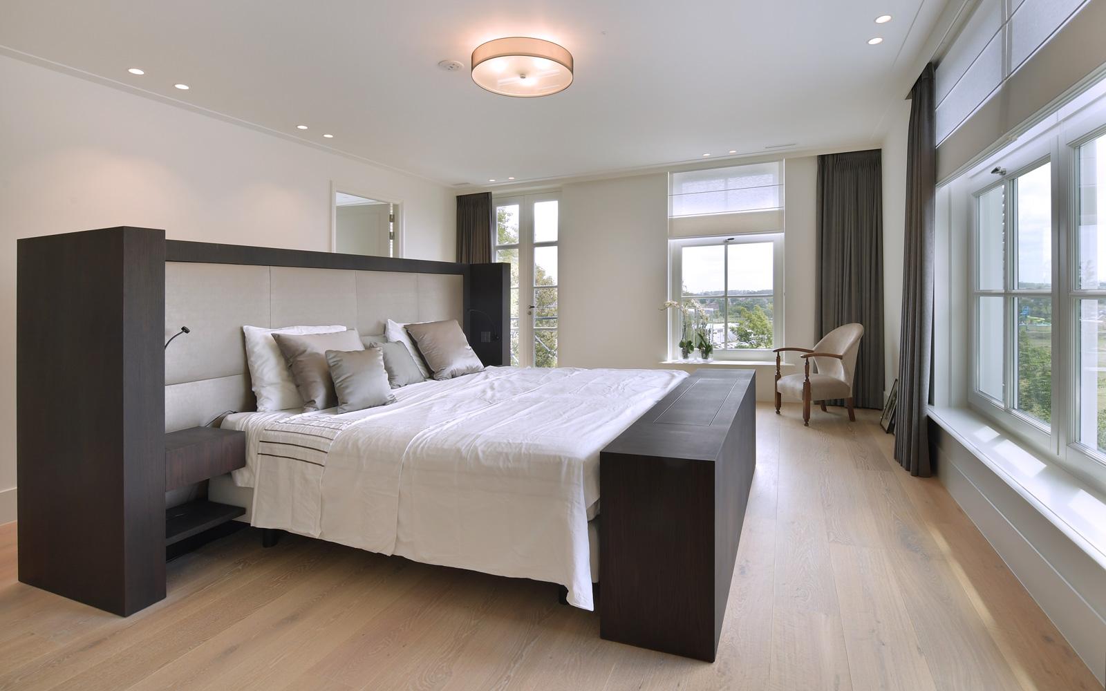 KNAB Interieurbouw heeft ook het interieur in de slaapkamer gemaakt.