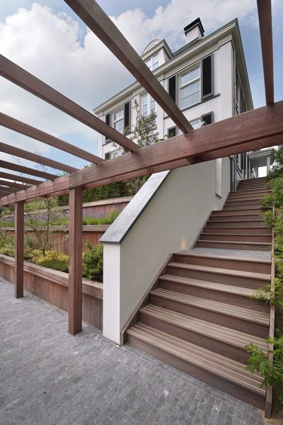 Hachmang Groen en Water heeft de tuin ontworpen en aangelegd.