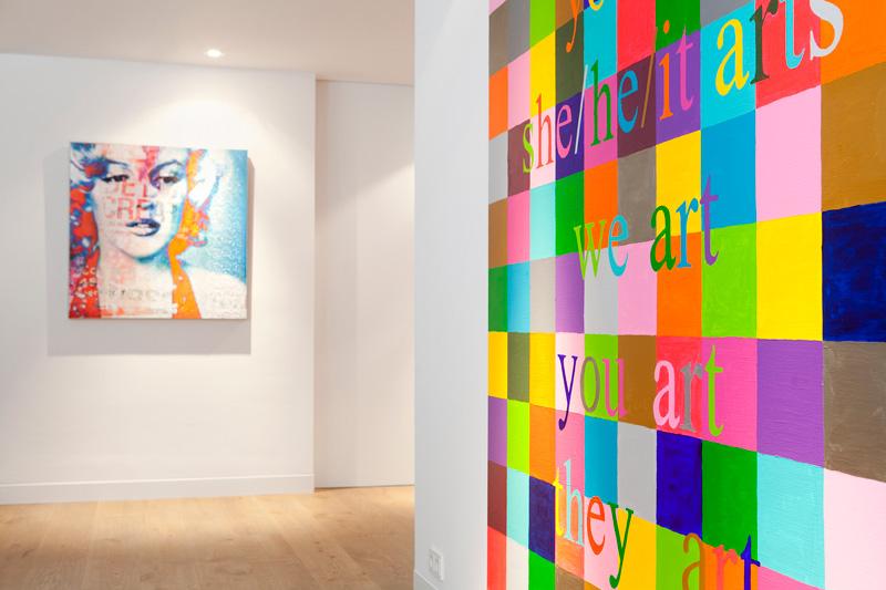 Nanne Schuiveling verzorgde het interieur dat aansluit bij de bijpassende kunst.