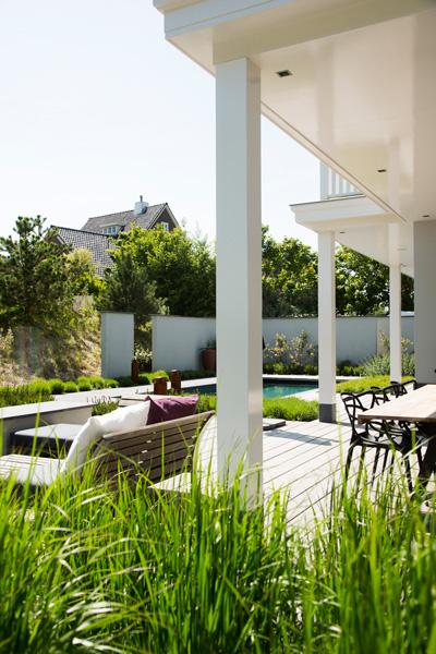 Geerlings Tuinen heeft de tuin compleet gemaakt met mooie tuinmeubelen.