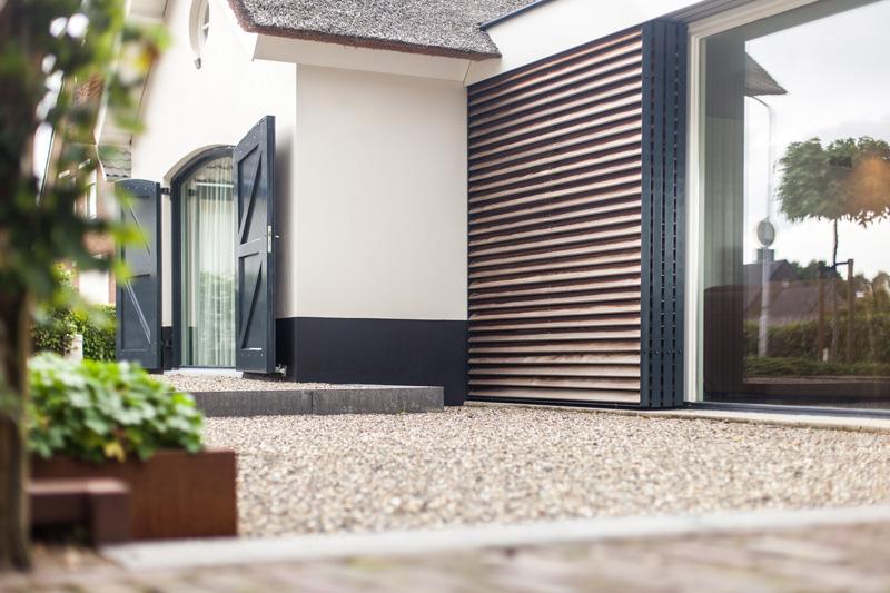 De verbinding in combinatie met het exterieur zorgt voor een exclusieve villa.