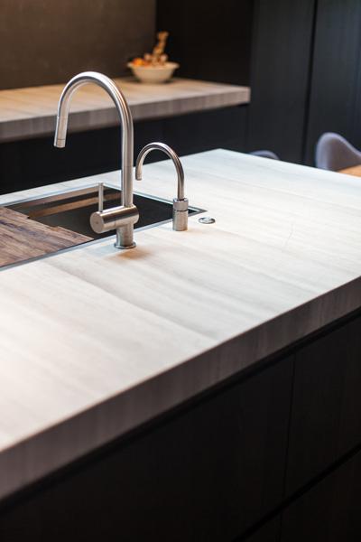 De keuken van Culimaat beschikt over luxe keukenapparatuur.