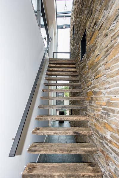 Frank Pouwer heeft de exclusieve trap van historisch materiaal gemaakt.