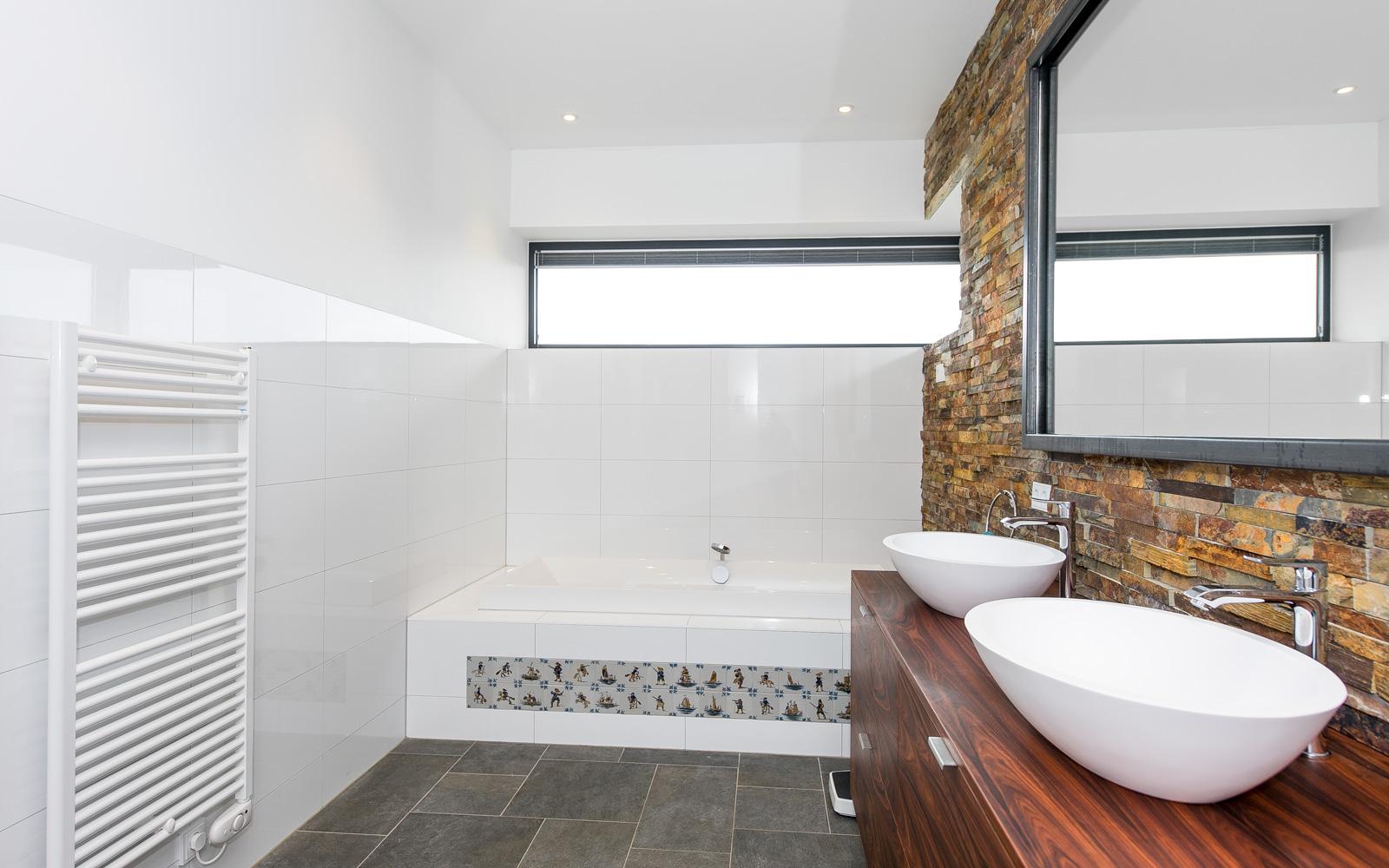 Frank Pouwer Historische Bouwmaterialen heeft ook in de badkamer uitzonderlijk werk geleverd.