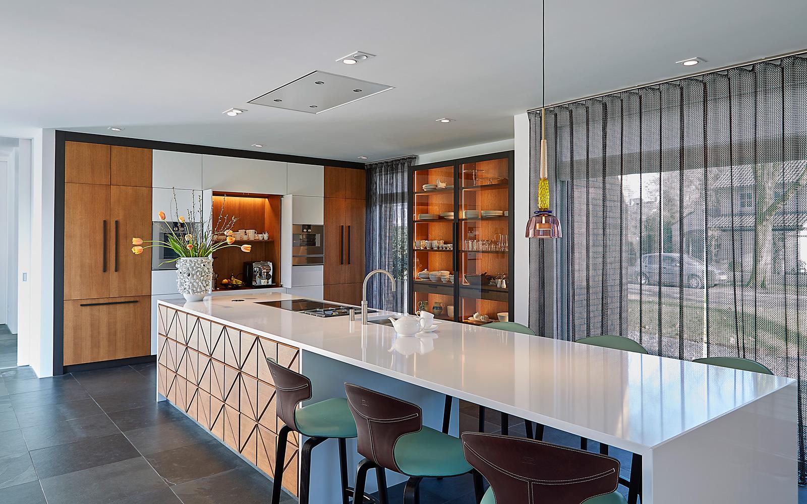 Exclusief wonen, The art of living, Exclusieve keuken, Kookeiland, Tegelvloer