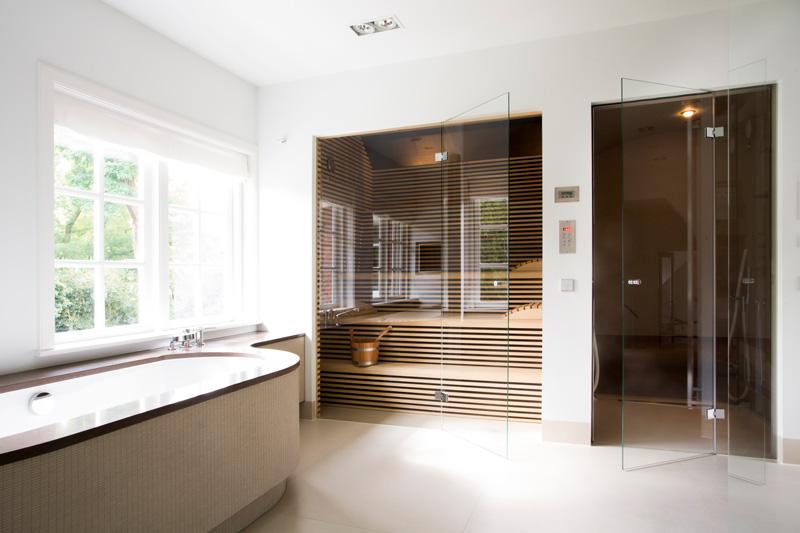 De sauna en het ligbad zijn geleverd door Sjartec.