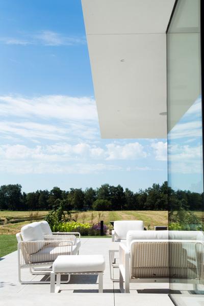 Exclusief wonen, Luxe tuinset, Luxe tuinmeubelen, Designer tuinmeubelen, High-End Designmeubelen, The Art of Living, Moderne villa