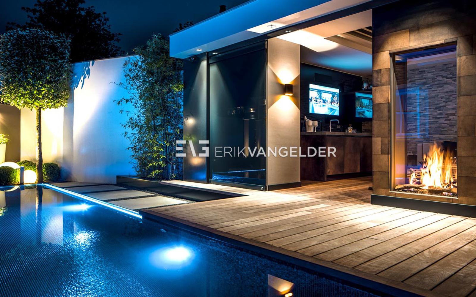 Tuinarchitect Erik van Gelder heeft een zeer luxe tuin afgeleverd bij deze villa.