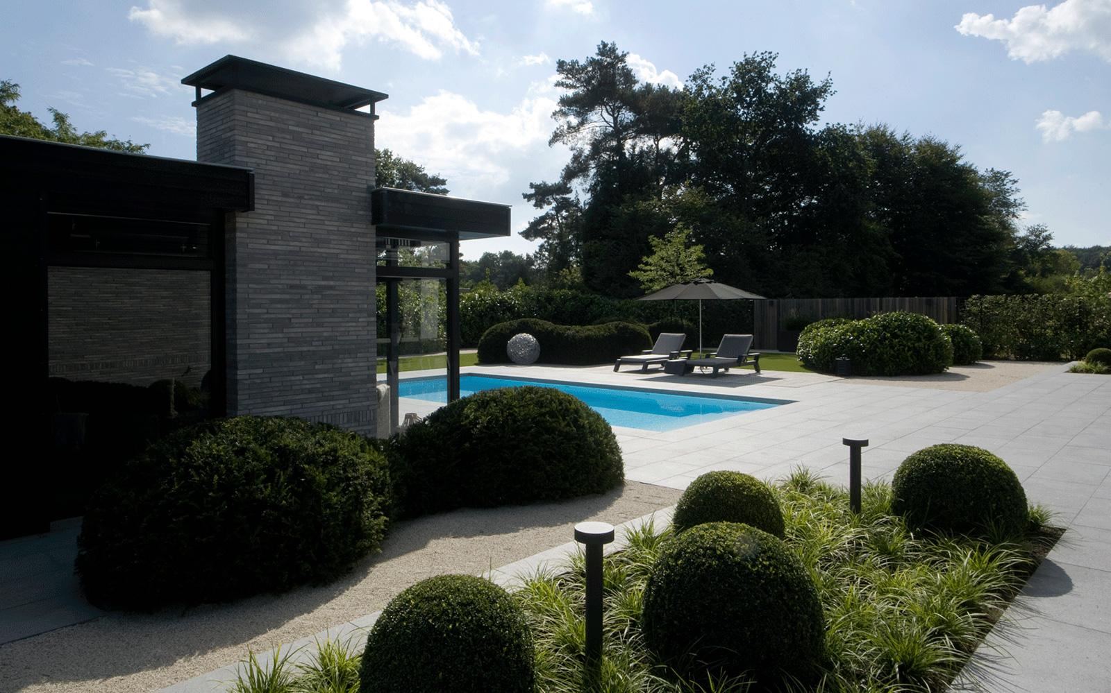Het prachtige zwembad is mede mogelijk gemaakt door Pomaz.