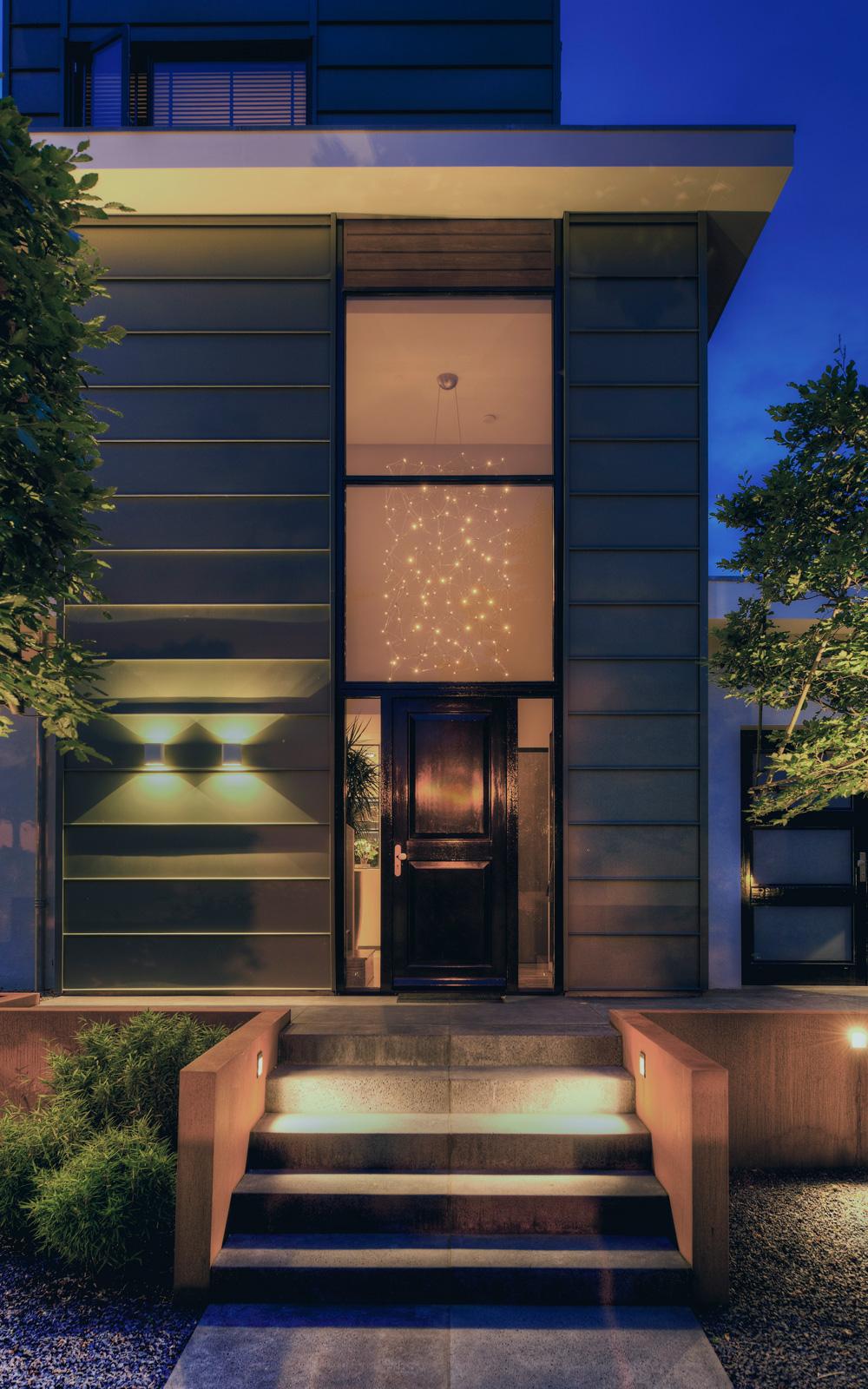 Modular Lighting Instruments realiseerde de buitenverlichting van de villa.