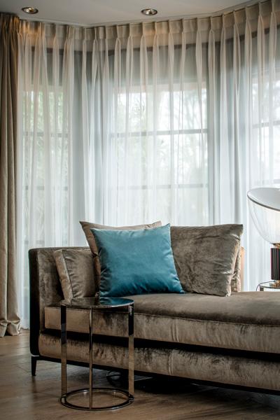 Het interieurdesign is stijlvol en past perfect bij de landhuisstijl.