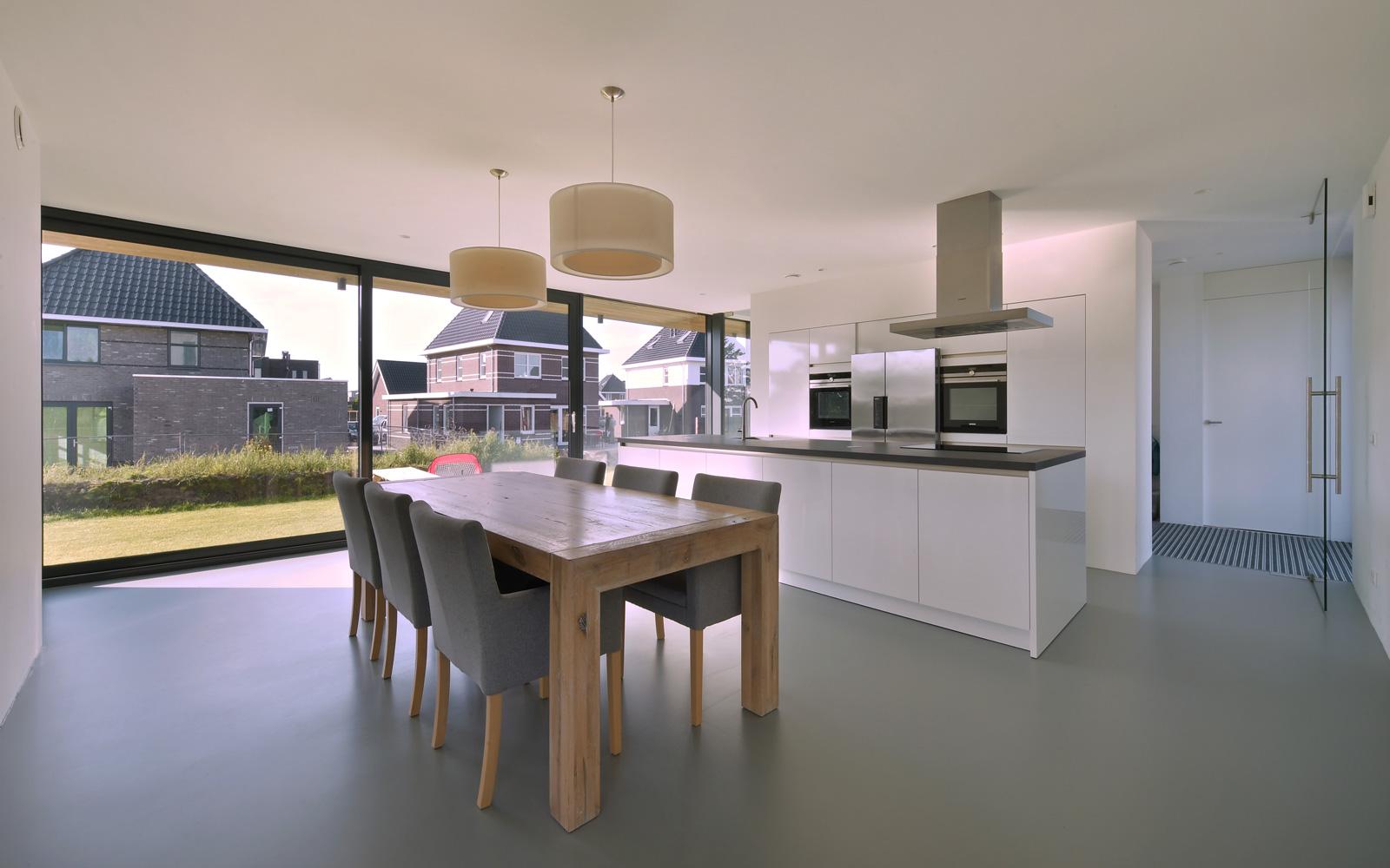 Nieuwenhuis Keukens is verantwoordelijk voor de moderne witte keuken.