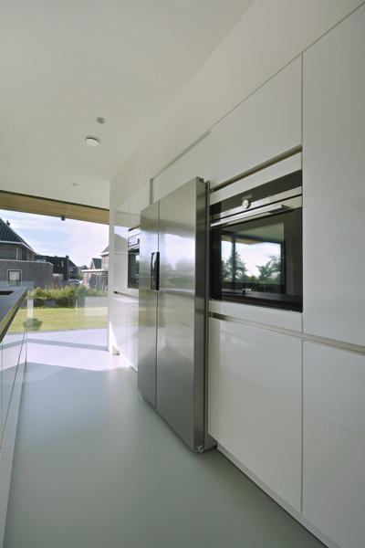 De keuken is voorzien van de meest luxe keukenapparatuur.