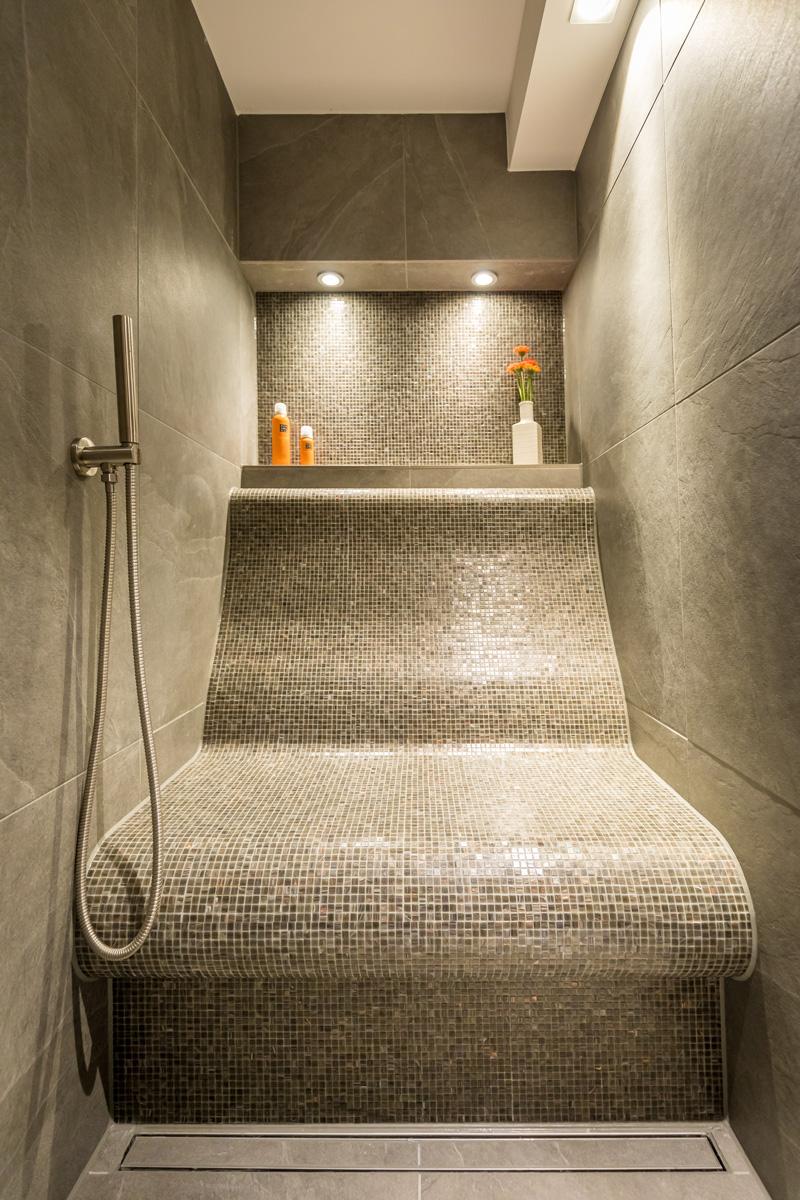 Deze exclusieve lig-douche is ontworpen om de optimale comfort te creëren.
