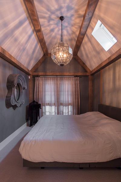 De masterbedroom biedt de bewoners het optimale comfort.