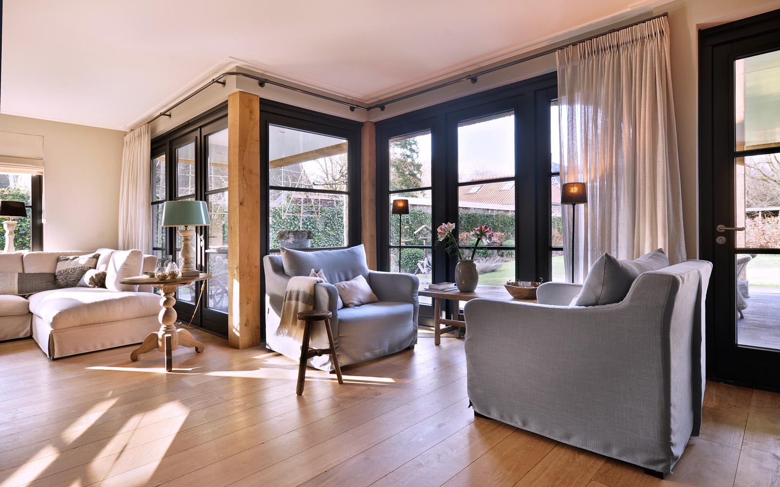 Leeflang Architectuur zorgde voor een ruime lichtinval in de woonkamer.