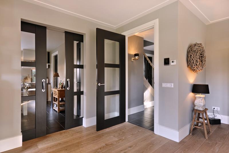 Architect Leeflang heeft ervoor gezorgd dat de ruimtes vloeiend op elkaar aansluiten.