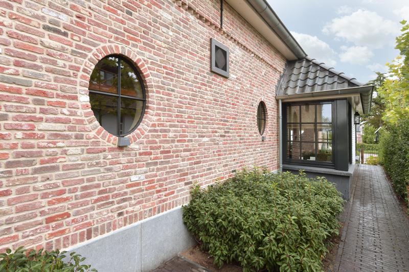 AA+ ontwerpbureau b.v. heeft een klassieke villa in kempische stijl ontworpen.