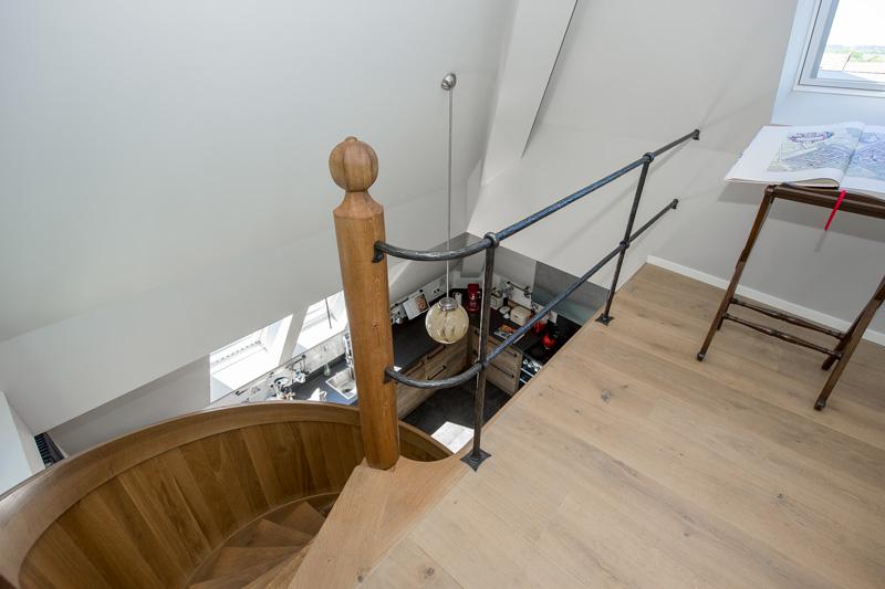 Jeroen Helsloot maakte de sfeerbepalende trap die naar de eerste verdieping leidt.