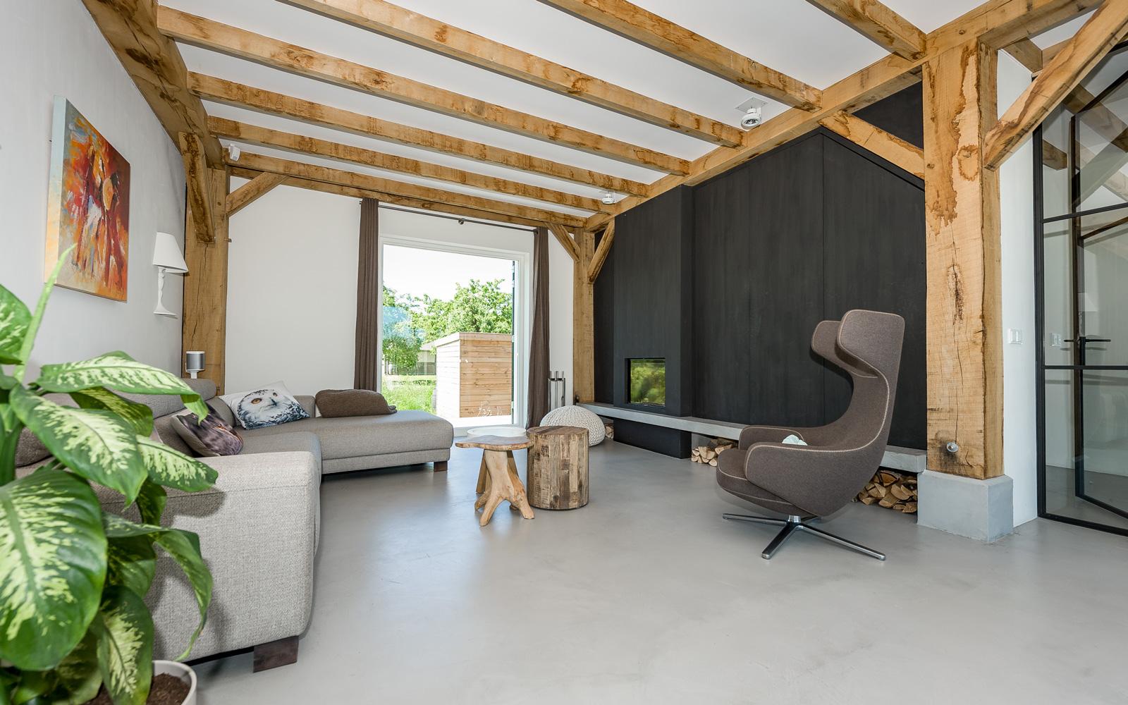 De houtkachel uit de woonkamer is gemaakt door Dick Geurts.