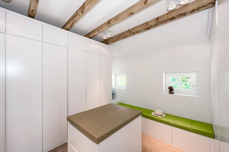 De kasten werden ontworpen en gemaakt door interieurbouwer Oock uit Amsterdam.