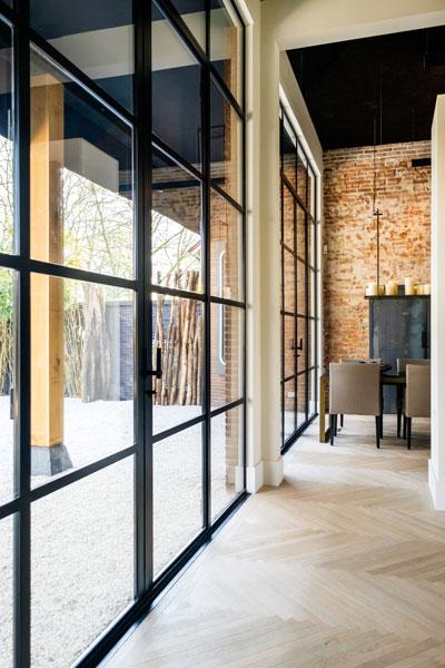 Op de deuren van Simply Steel is hang- en sluitwerk van Formani bevestigd, Showroom, architectenbureau Kabaz