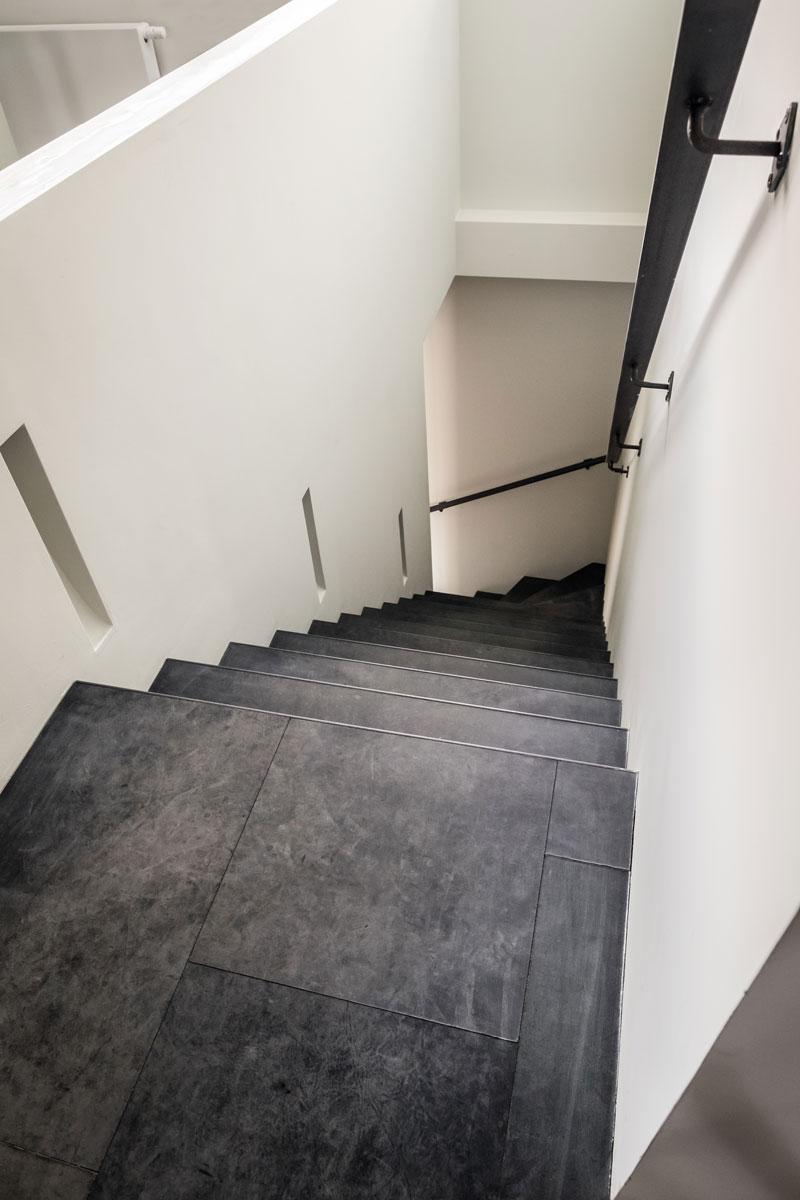 Bertram Beerbaum trap van Upstairs, bekleed met leer van Alphenberg, showroom, architectenbureau Kabaz