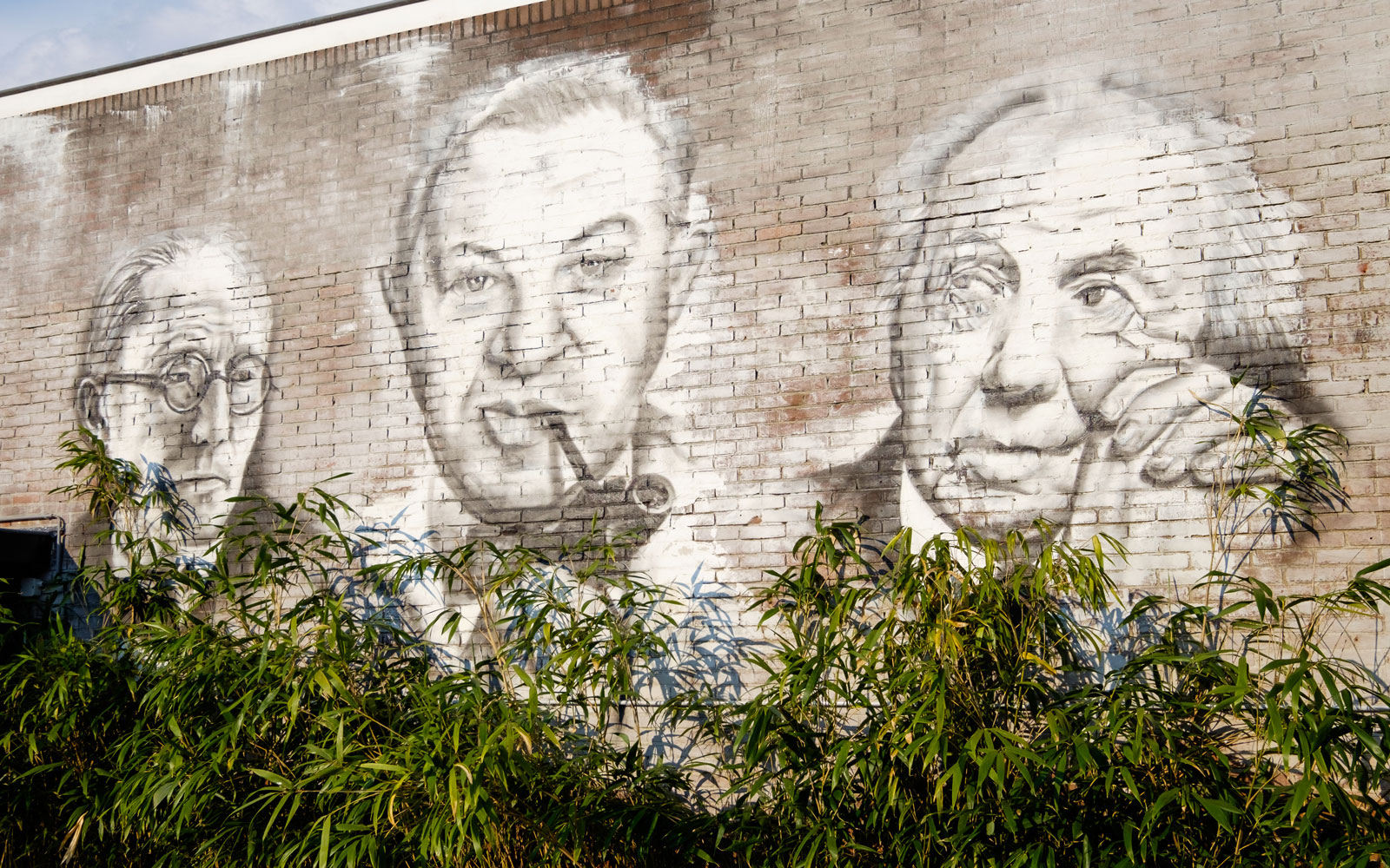 Muurschildering, graffiti, kunst, Le Corbusier, Arne Jacobsen, Frank Lloyd Wright, showroom, architectenbureau Kabaz