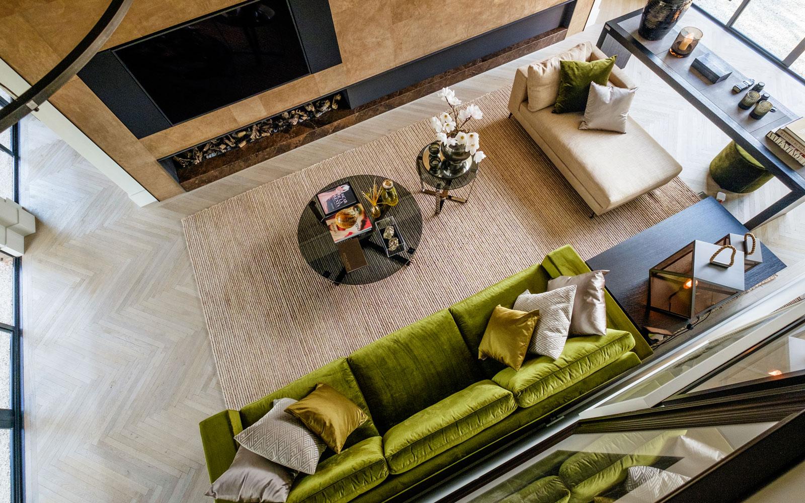 Inspiratieatelier, houten vloer in visgraatmotief door Theo van Epen. De open haard is afkomstig van Jos Harm, showroom, architectenbureau Kabaz