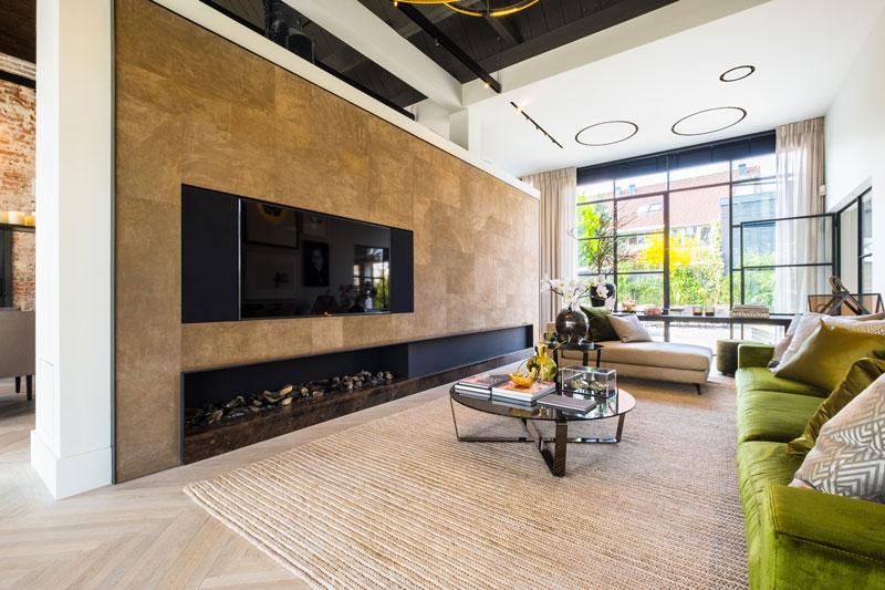 Inspiratieatelier, houten vloer, visgraatmotief, haard van Jos Harm, showroom, architectenbureau Kabaz
