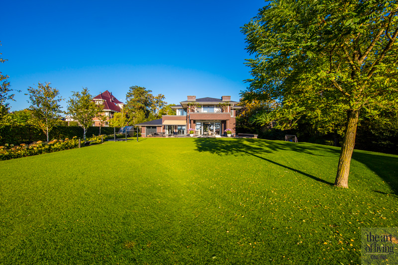 Ruime tuin, zicht op het huis, Versteegh Design