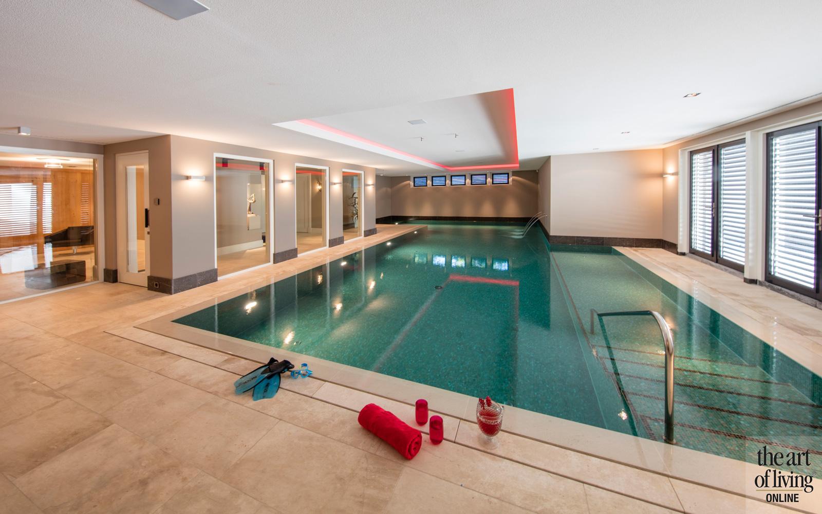 Zwembad in wellnessruimte