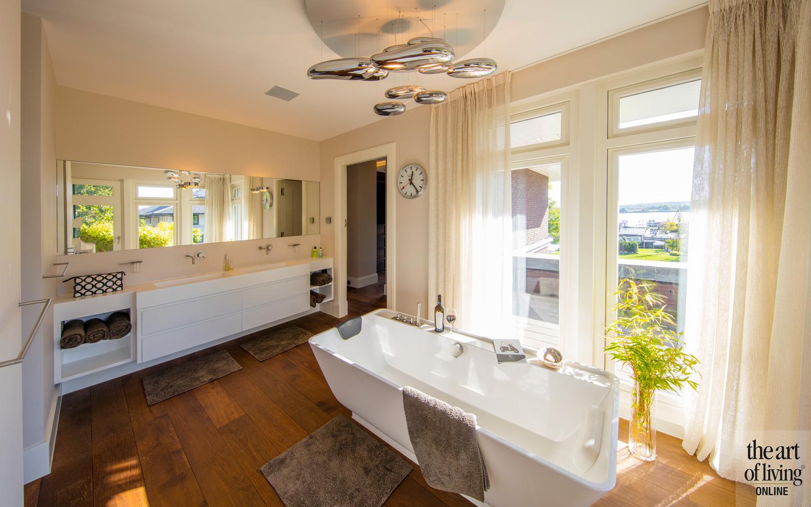 Badkamer met vrijstaand bad