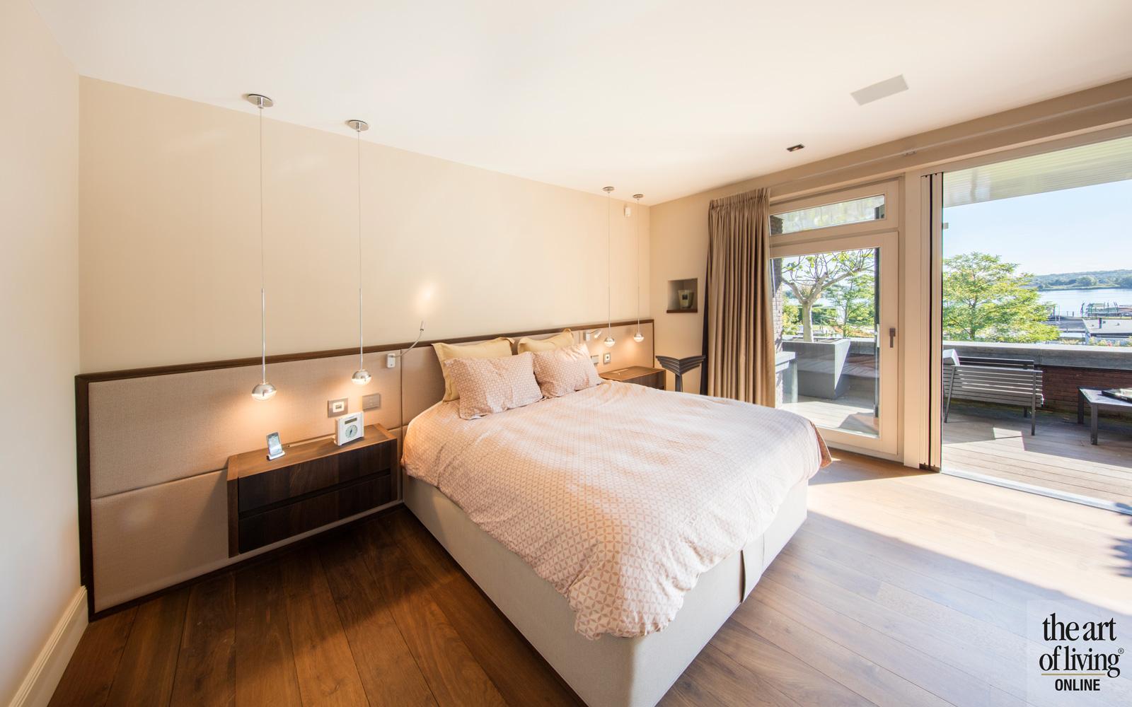 Slaapkamer, master bedroom, uitzicht op de tuin
