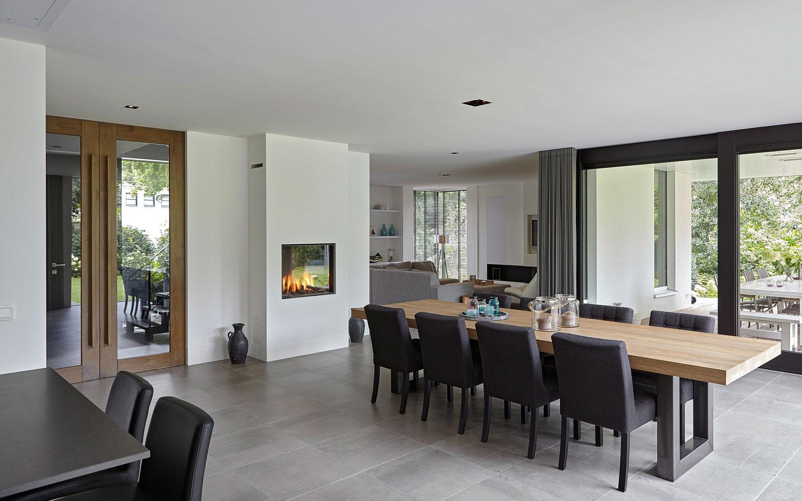 Living, eettafel, hout, eikentafels.nl, eiken hout, doorkijkhaard, Heerkens