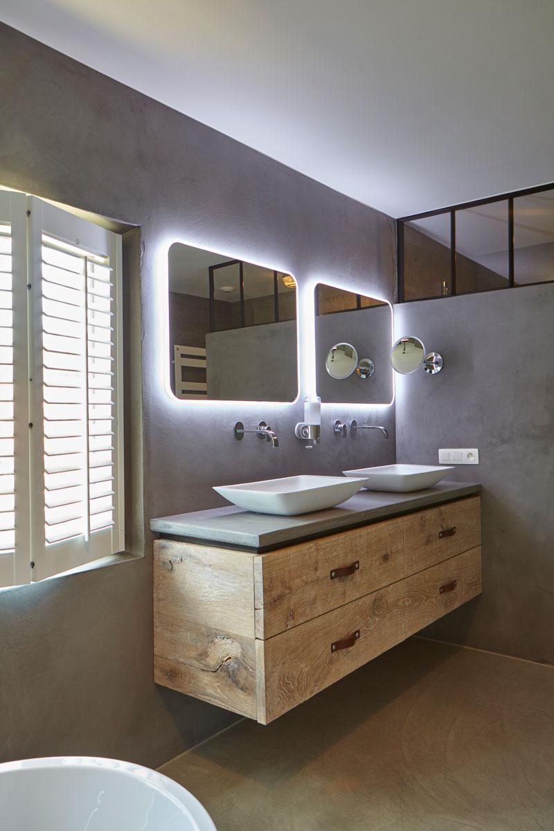 Badkamer, wastafel, spiegels met led verlichting, Stalen Deuren Huys, Kijkwoning