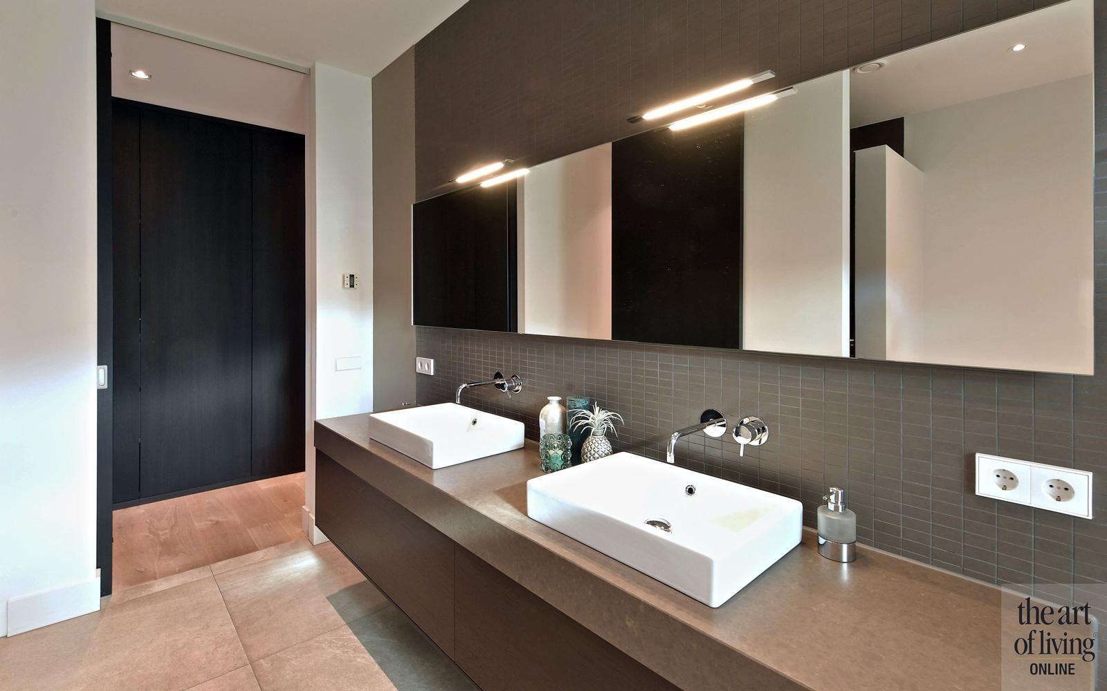 Badkamer met keramische tegels van Cerriva