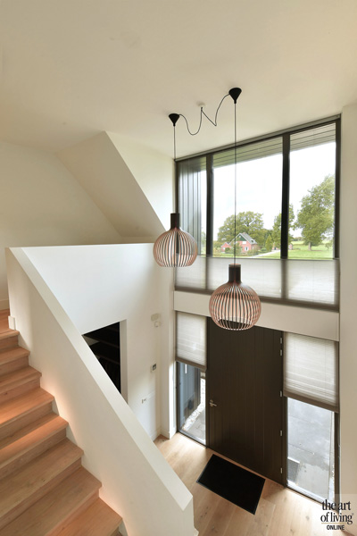 In de hal hangen lampen van Secto Design
