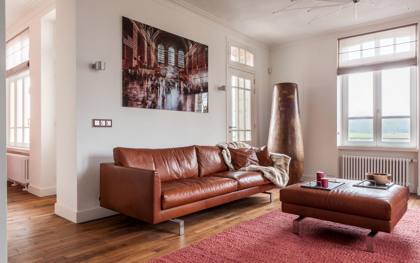 Van Oort Interieurs, Woonkamer, honderd jaar oude parketvloer van moeraseiken, Modern klassiek interieur, MarStyling