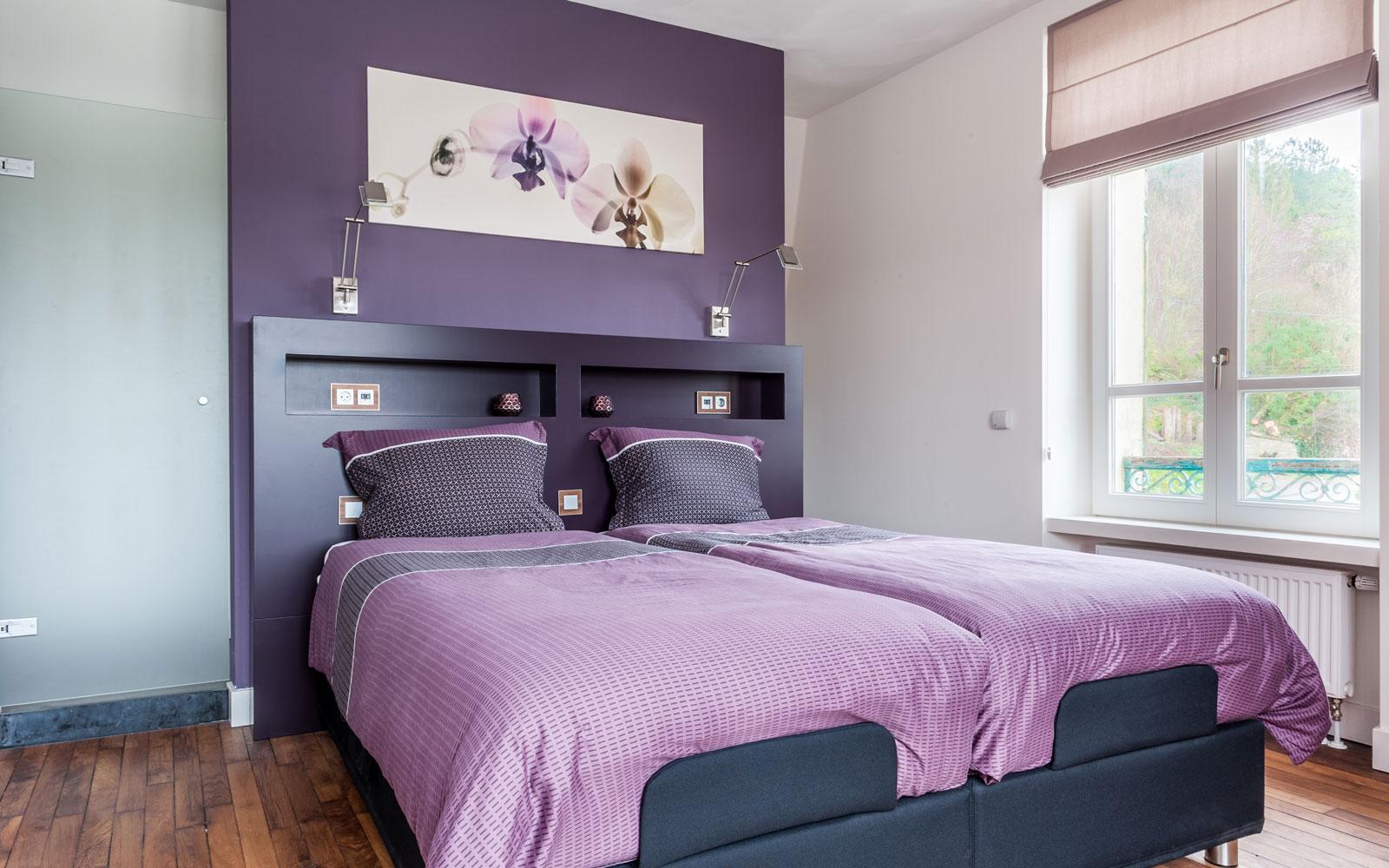 Slaapkamer, master bedroom, paars, bed, maatwerk achterwand, Modern klassiek interieur, MarStyling