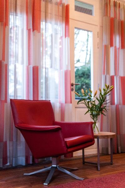 Van Oort Interieurs, rode stoel, Modern klassiek interieur, MarStyling