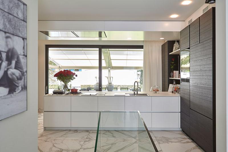 Royale keuken, functioneel, licht, Miele, marmeren villa, Rob Zeelen Interior