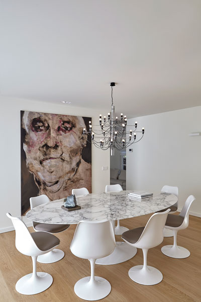 Grote witte, ovale tafel, marmer, eettafel, Novalis.O, landelijke villa, Francine Broos