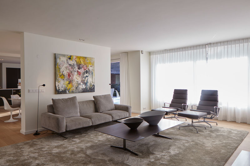 Woonkamer met meubels van Novalis.O, landelijke villa, Francine Broos