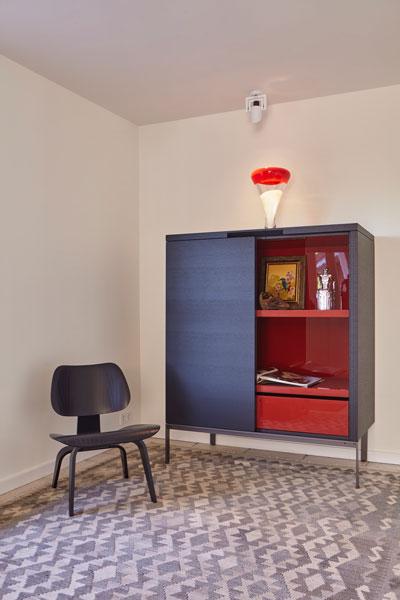 Designkast Maxalto, rood en bruin, landelijke villa, Francine Broos