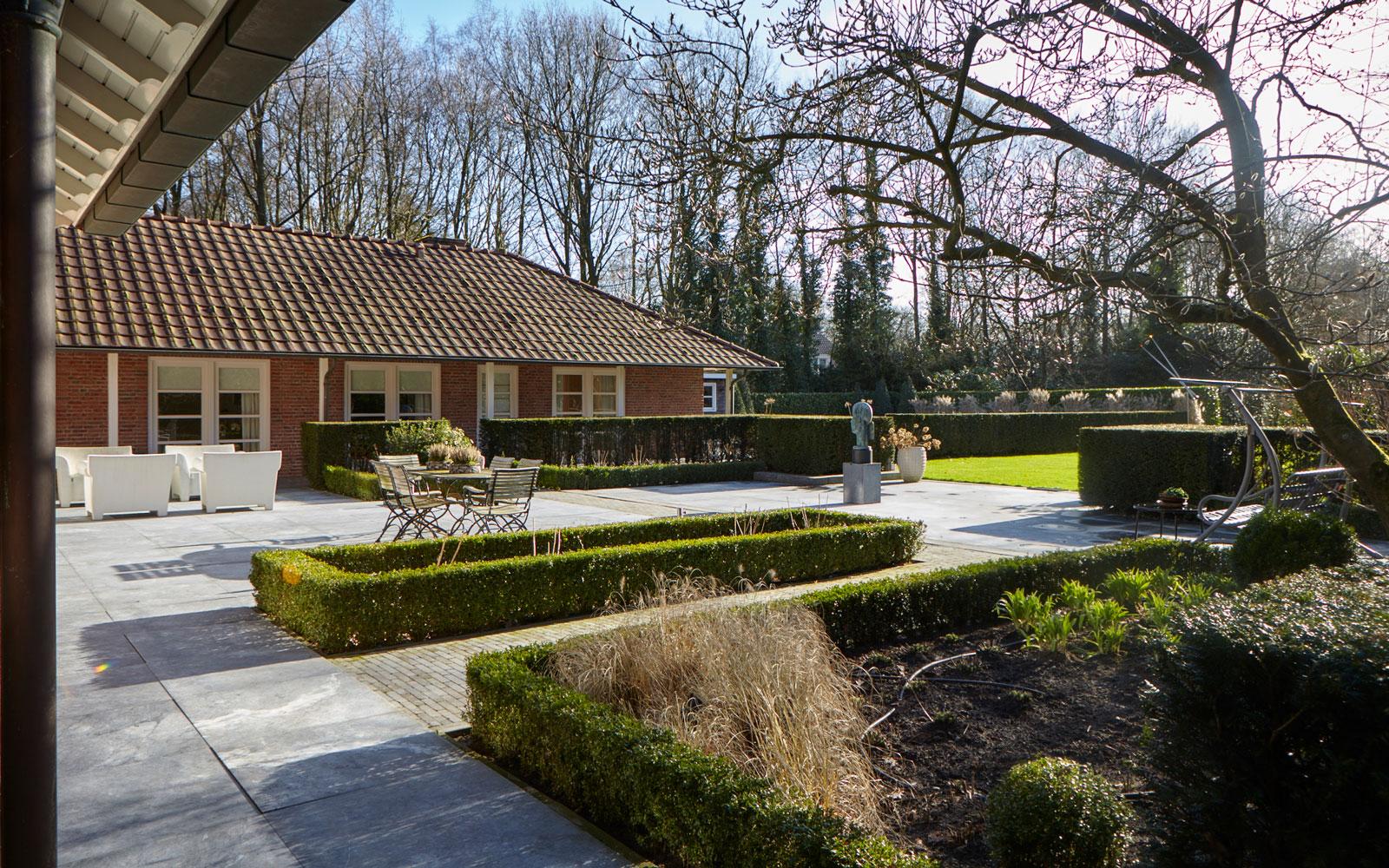 Tuin, klein park, hagen, groot terras, zwembad, landelijke villa, Francine Broos