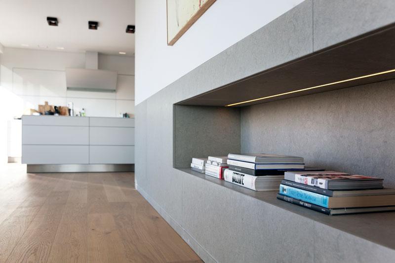 Maatwerk kast door HG Meubelmakers, wandmeubel, opbergruimte, Penthouse Den Haag, Marco van Zal
